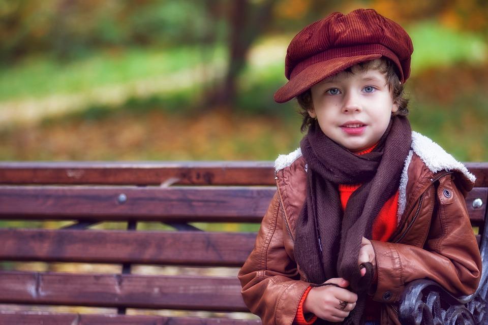 chlapec v čepici