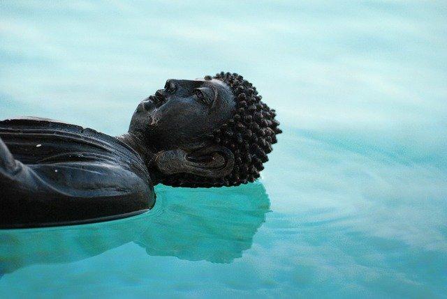 buddha na hladině