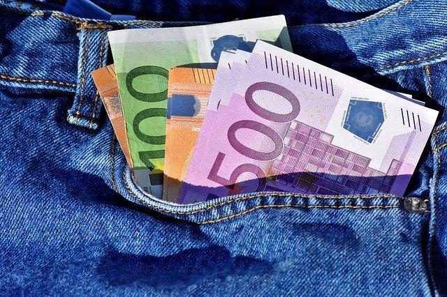 eurobankovky v kapse