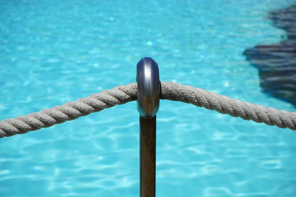provaz u bazénu