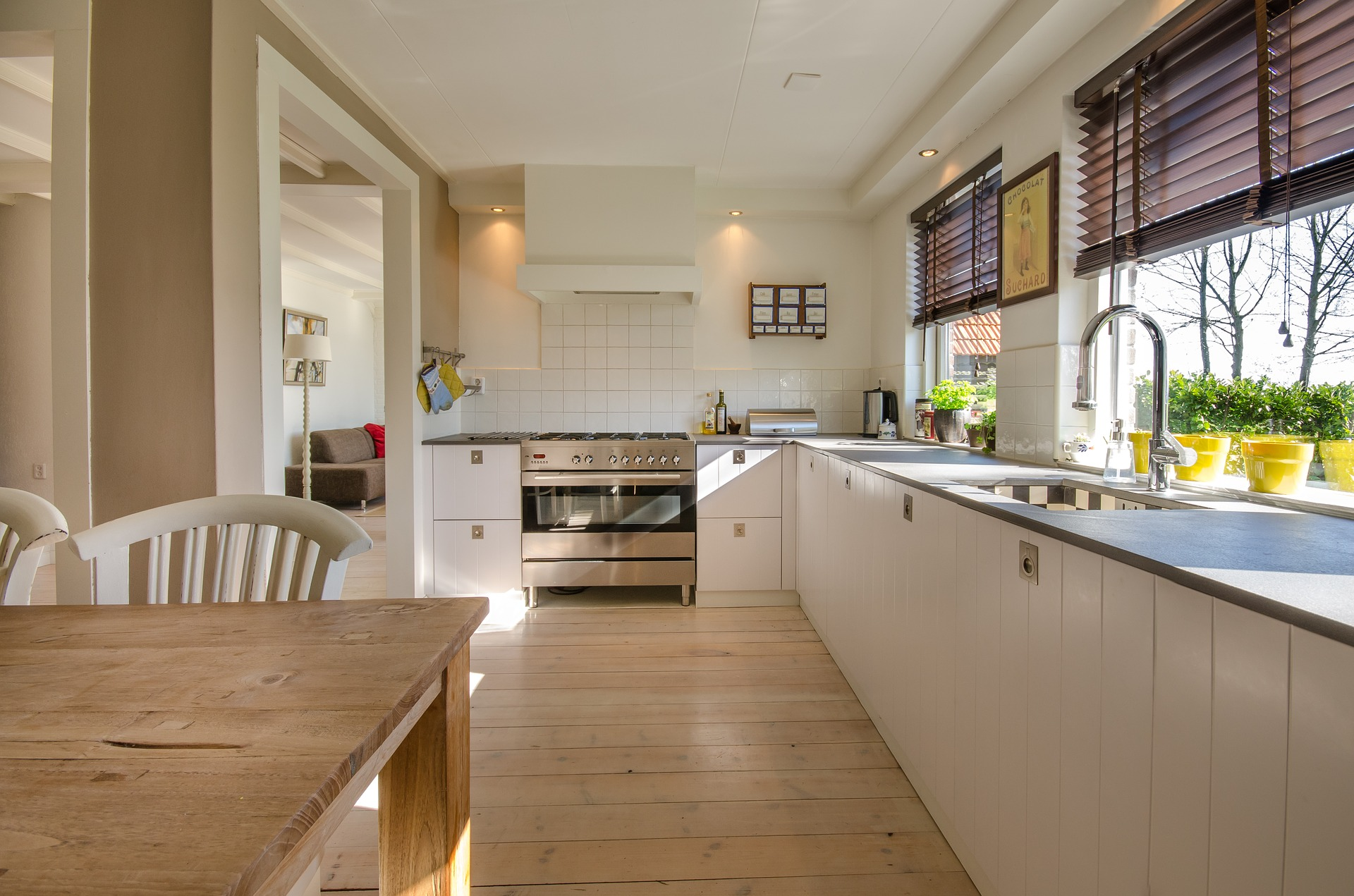 uklizená kuchyň